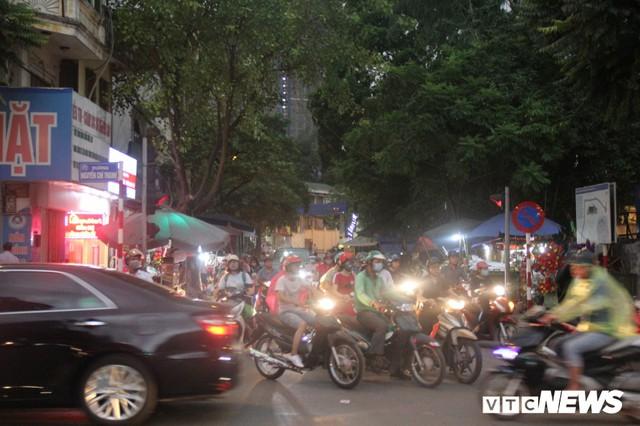 Ảnh: Con đường quan trọng trung tâm Thủ đô rục rịch thi công sau 15 năm đắp chiếu - Ảnh 8.
