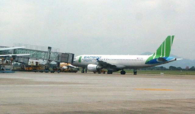 Hành khách mở cửa thoát hiểm ngay trước khi máy bay cất cánh từ Nha Trang đi Hà Nội - Ảnh 1.