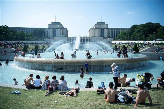 Giải mã nguyên nhân nắng nóng kỷ lục trên 45 độ C ở châu Âu - Ảnh 1.