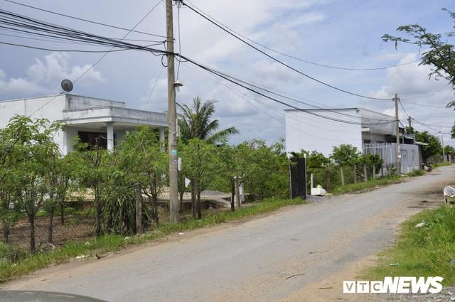 Ảnh: Hàng trăm công trình trái phép mọc trên đất nông nghiệp ở ngoại ô TP.HCM - Ảnh 1.
