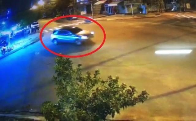 Tài xế xe Mercedes làm xiếc gây náo loạn ở Đà Nẵng bị phạt 17 triệu - Ảnh 1.