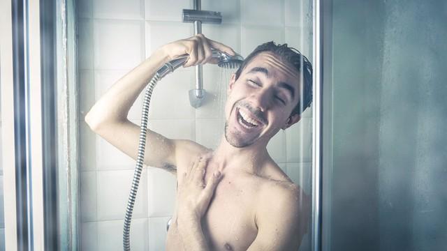 Thử thách bản thân tắm nước lạnh mỗi sáng trong 1 tháng, tôi không ngờ cơ thể lại thay đổi đến vậy: Không bị cảm lạnh mà còn tràn trề năng lượng! - Ảnh 4.