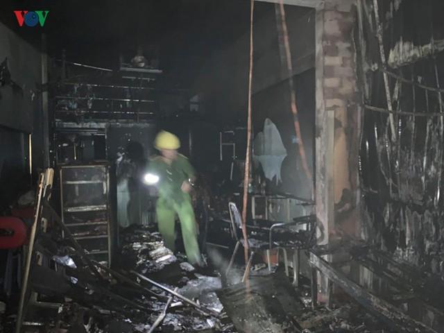 Gia Lai: Cháy chợ trong đêm, hàng loạt ki ốt bị thiêu rụi - Ảnh 1.