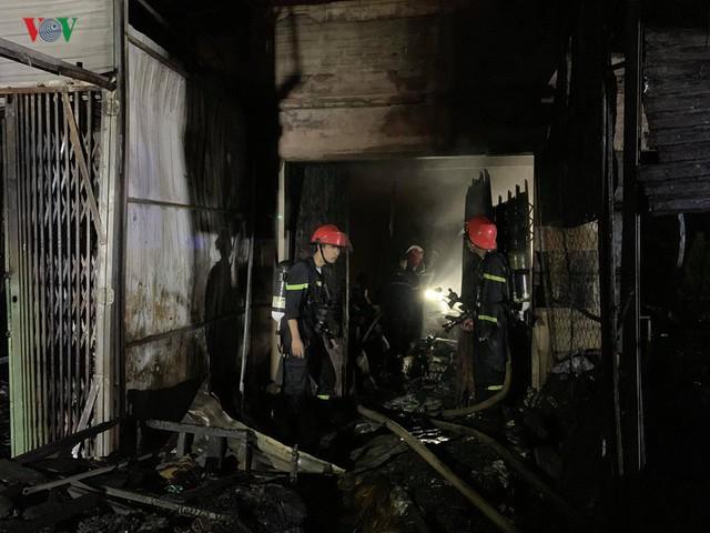 Gia Lai: Cháy chợ trong đêm, hàng loạt ki ốt bị thiêu rụi - Ảnh 2.