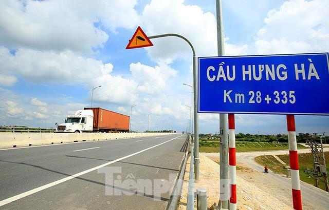 Cận cảnh cầu Hưng Hà và tuyến đường nối hai cao tốc lớn - Ảnh 2.