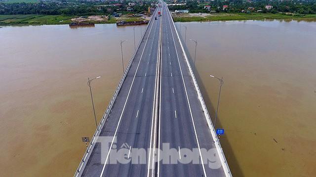 Cận cảnh cầu Hưng Hà và tuyến đường nối hai cao tốc lớn - Ảnh 11.