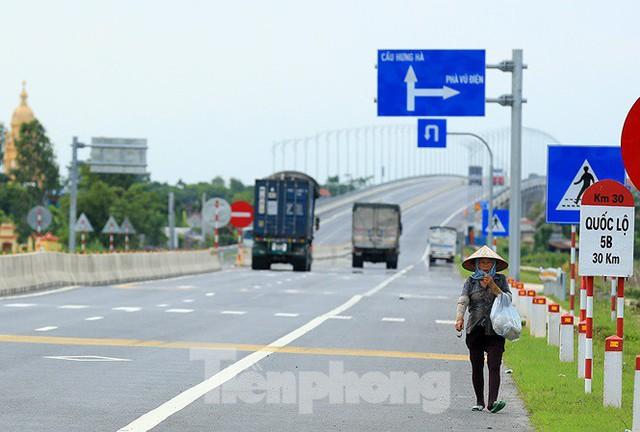 Cận cảnh cầu Hưng Hà và tuyến đường nối hai cao tốc lớn - Ảnh 15.