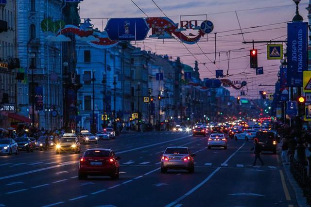 Chiêm ngưỡng đêm trắng độc đáo ở nước Nga - Ảnh 17.