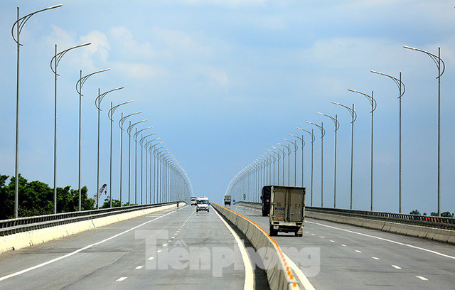 Cận cảnh cầu Hưng Hà và tuyến đường nối hai cao tốc lớn - Ảnh 3.