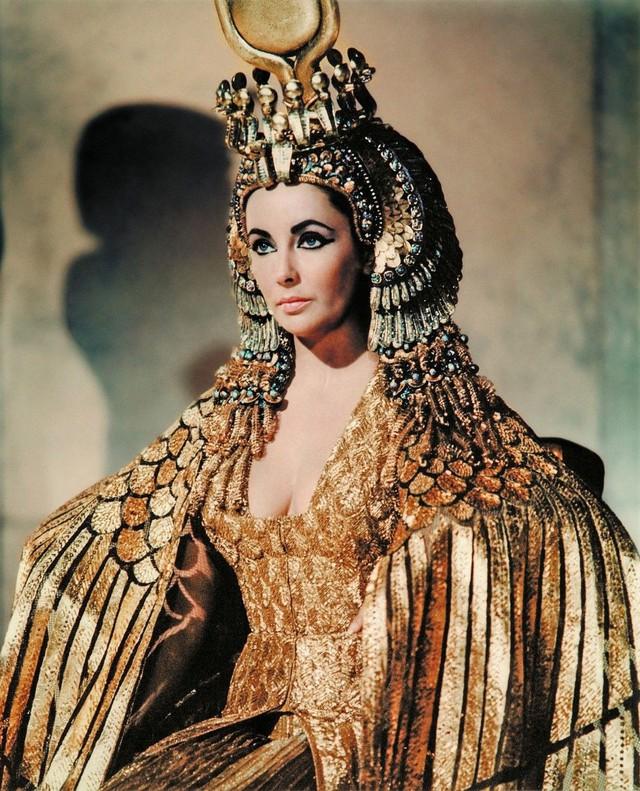 """Bí ẩn cuộc đời Nữ hoàng Cleopatra: Vị nữ vương quyến rũ với tài trí thông minh vô thường và độc chiêu quyến rũ đàn ông """"bách phát bách trúng"""" - Ảnh 4."""