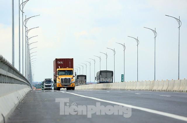 Cận cảnh cầu Hưng Hà và tuyến đường nối hai cao tốc lớn - Ảnh 4.