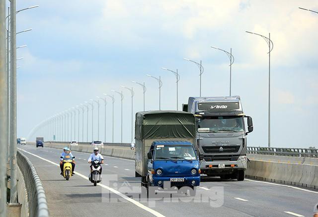 Cận cảnh cầu Hưng Hà và tuyến đường nối hai cao tốc lớn - Ảnh 5.