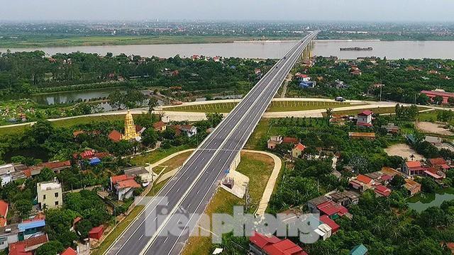 Cận cảnh cầu Hưng Hà và tuyến đường nối hai cao tốc lớn - Ảnh 9.