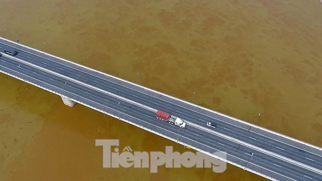 Cận cảnh cầu Hưng Hà và tuyến đường nối hai cao tốc lớn - Ảnh 10.