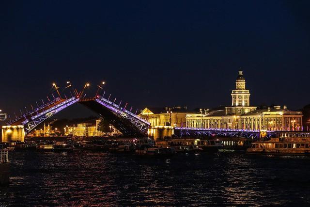 Chiêm ngưỡng đêm trắng độc đáo ở nước Nga - Ảnh 10.