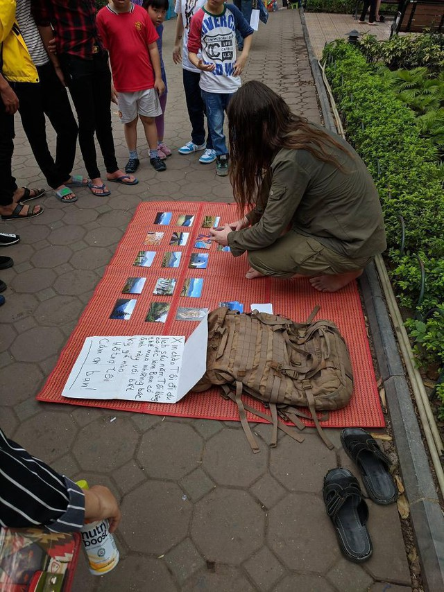 Loạt ảnh về đại dịch Tây ba lô ăn xin đang lan truyền khắp châu Á: Hãy cho tôi tiền đi vòng quanh thế giới - Ảnh 16.