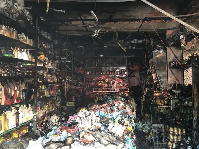 Cháy chợ, cả nghìn người đến chữa cháy và hỗ trợ cứu hàng - Ảnh 11.