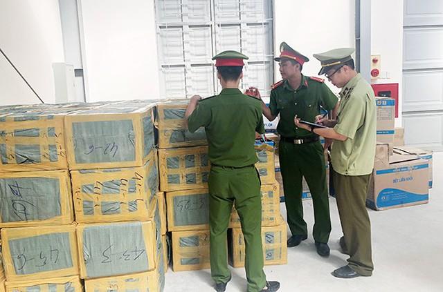 Tạm giữ gần 2 tấn shisha trên đường từ Nam ra Bắc - Ảnh 2.