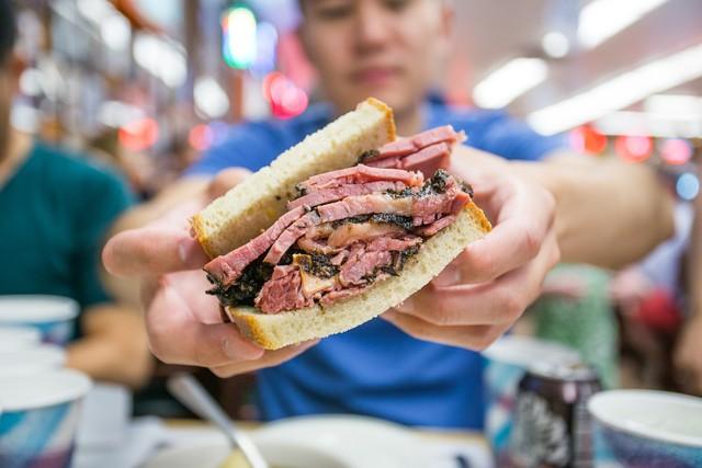 Tiết kiệm chút thời gian khi ăn nhanh, bạn đánh đổi bằng nguy cơ đau dạ dày và hàng loạt các bệnh nguy hiểm khác - Ảnh 2.