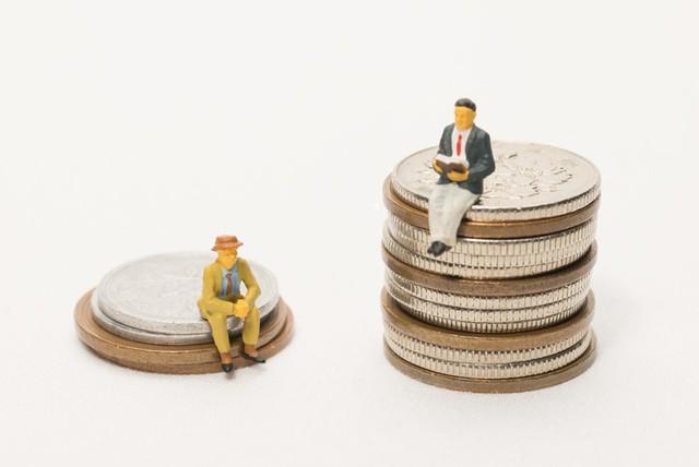 Người giàu cứ giàu lên, còn người nghèo mãi không xu dính túi: Đừng đổ tại hoàn cảnh, vấn đề nằm ở 10 tư duy khác biệt này! - Ảnh 1.
