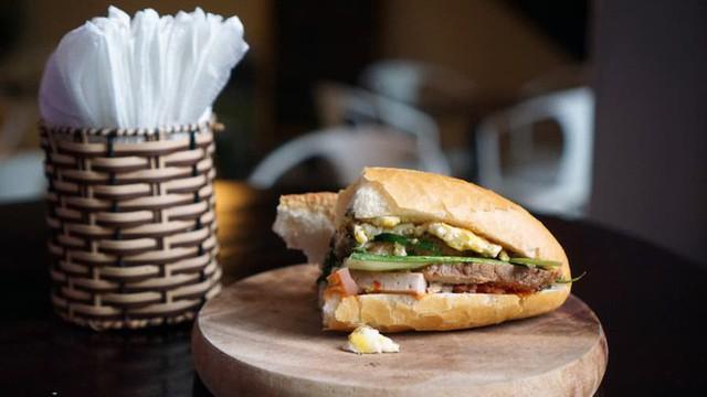 8 cột mốc biến bánh mì Việt từ món ăn vay mượn thành chiếc bánh mì ngon nhất thế giới - Ảnh 9.