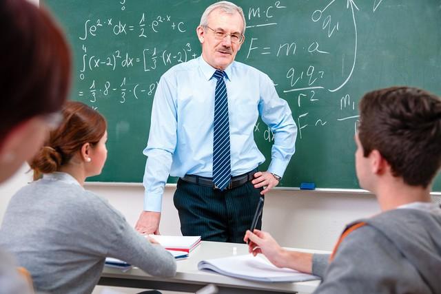 Một gánh sách hay không bằng một người thầy giỏi: Nhiều năm sau khi rời trường mới thấm thía hết những bài học sâu cay này từ thầy cô! - Ảnh 1.