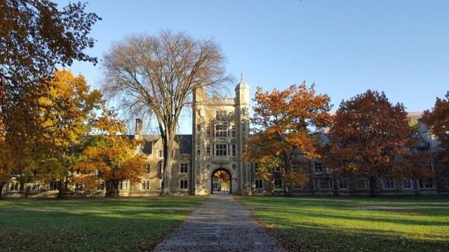 20 trường đại học sản sinh nhiều người siêu giàu nhất thế giới - Ảnh 3.
