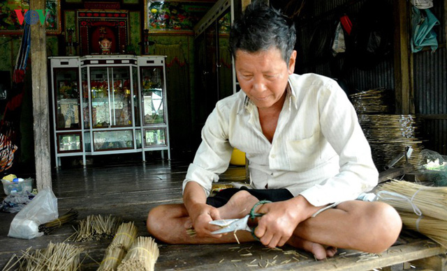 Mùa nước nổi về trễ, người dân An Giang mất nguồn thu - Ảnh 2.