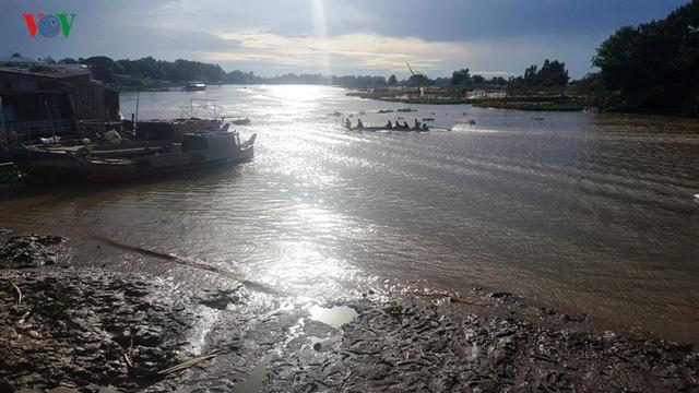 Mùa nước nổi về trễ, người dân An Giang mất nguồn thu - Ảnh 3.
