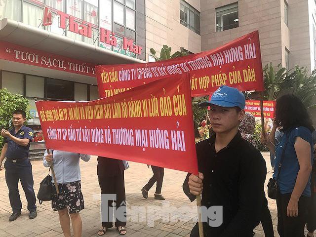 Khách hàng vây trụ sở, đòi lại trăm tỷ từ dự án 'ma' ở Hà Nội - Ảnh 2.