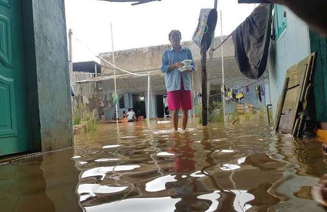 Cuộc sống người dân Phú Quốc bị đảo lộn trong trận lụt lịch sử - Ảnh 2.