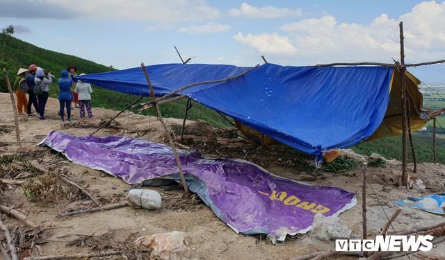 Ảnh: Dân dựng lều trại, ngăn cản thi công lò đốt rác ở Quảng Nam - Ảnh 5.