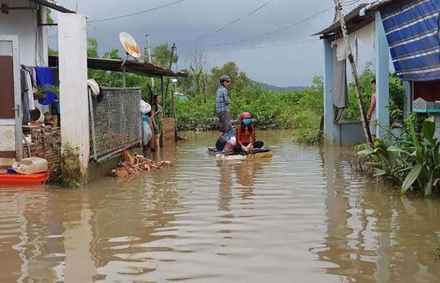 Cuộc sống người dân Phú Quốc bị đảo lộn trong trận lụt lịch sử - Ảnh 5.