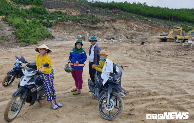 Ảnh: Dân dựng lều trại, ngăn cản thi công lò đốt rác ở Quảng Nam - Ảnh 6.