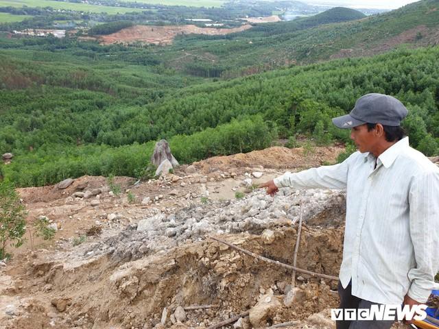 Ảnh: Dân dựng lều trại, ngăn cản thi công lò đốt rác ở Quảng Nam - Ảnh 7.
