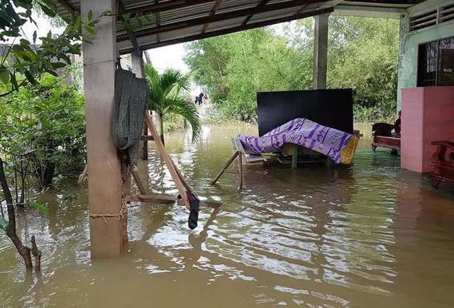 Cuộc sống người dân Phú Quốc bị đảo lộn trong trận lụt lịch sử - Ảnh 7.