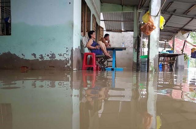 Cuộc sống người dân Phú Quốc bị đảo lộn trong trận lụt lịch sử - Ảnh 8.