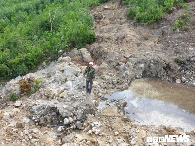 Ảnh: Dân dựng lều trại, ngăn cản thi công lò đốt rác ở Quảng Nam - Ảnh 10.