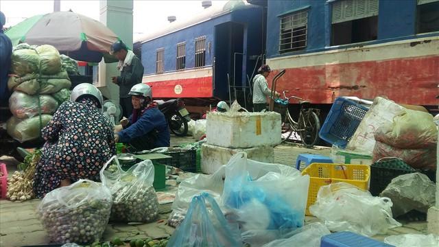 Tàu hỏa Yên Viên – Hạ Long: Chạy 320km, doanh thu 3,8 triệu đồng - Ảnh 3.