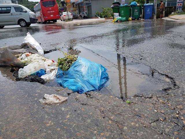 Đường trên đảo Phú Quốc bị tàn phá nghiêm trọng sau trận lụt lịch sử  - Ảnh 1.