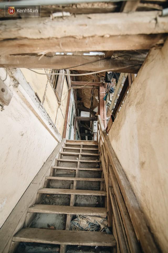 Khu tập thể gỗ xuống cấp nghiêm trọng tồn tại gần 70 năm giữa lòng Hà Nội: Không nhà vệ sinh, là lãnh thổ của bầy chuột sinh sôi - Ảnh 3.