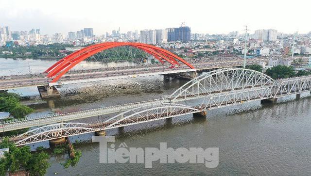 Bay trên cao ngắm cây cầu sắt 117 năm tuổi ở Sài Gòn sắp tháo dỡ - Ảnh 1.