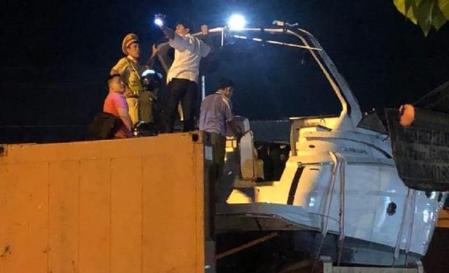 Đang cứu hộ xe container trên cao tốc, phụ xe đụng gầm cầu thiệt mạng - Ảnh 1.