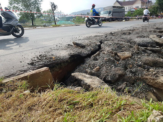 Đường trên đảo Phú Quốc bị tàn phá nghiêm trọng sau trận lụt lịch sử  - Ảnh 11.