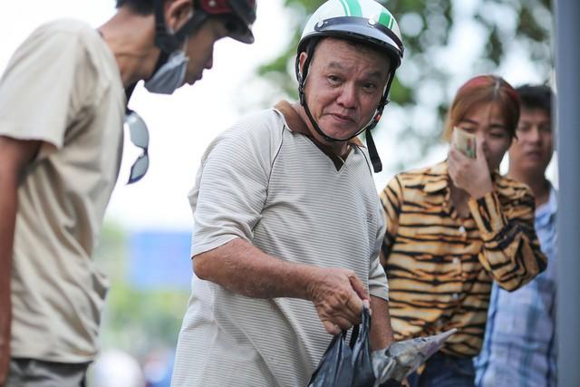 Người dân TP HCM chen nhau mua cá tầm bị ngộp nước - ảnh 12