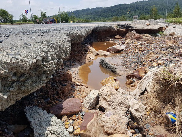 Đường trên đảo Phú Quốc bị tàn phá nghiêm trọng sau trận lụt lịch sử  - Ảnh 12.