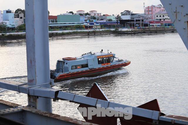 Bay trên cao ngắm cây cầu sắt 117 năm tuổi ở Sài Gòn sắp tháo dỡ - Ảnh 13.