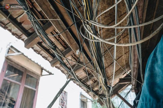 Khu tập thể gỗ xuống cấp nghiêm trọng tồn tại gần 70 năm giữa lòng Hà Nội: Không nhà vệ sinh, là lãnh thổ của bầy chuột sinh sôi - Ảnh 15.