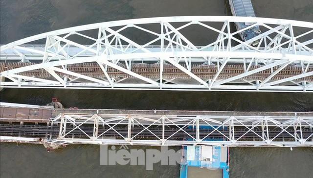 Bay trên cao ngắm cây cầu sắt 117 năm tuổi ở Sài Gòn sắp tháo dỡ - Ảnh 3.