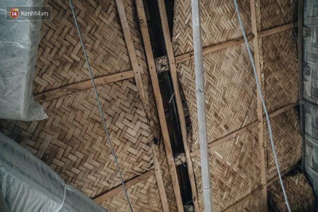 Khu tập thể gỗ xuống cấp nghiêm trọng tồn tại gần 70 năm giữa lòng Hà Nội: Không nhà vệ sinh, là lãnh thổ của bầy chuột sinh sôi - Ảnh 9.